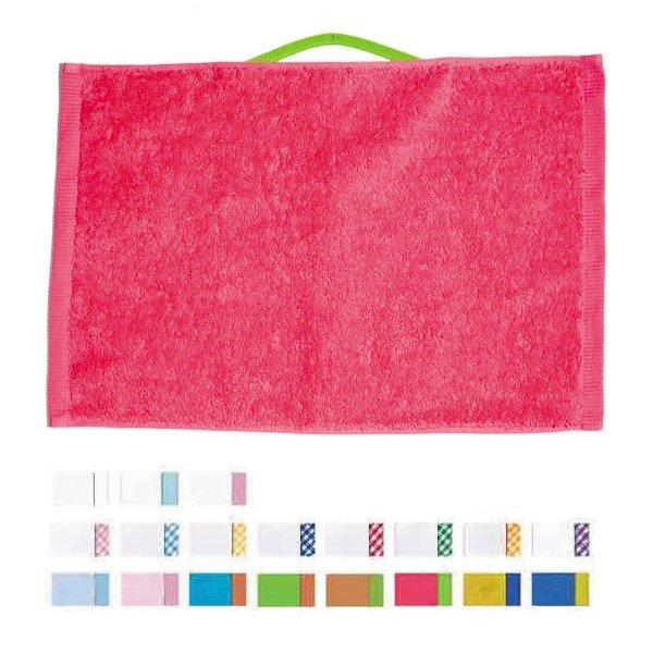Novedad en textiles: toallas con colgador para guardería